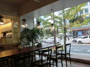 ダルディ・コーヒー店内(昼間)
