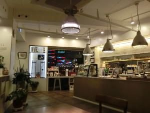 私が、住んでいるエリア内、ちょっと、ディープな盛り場・蓮山洞ロータリーにある、落ち着くロースタリー・カフェ。ダルディー・コーヒー店内。