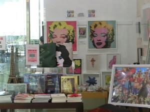 コンベンション・向いの、私立美術館では、アンディウォーホール展が開催中。