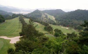 ホテルの自室からの、ゴルフ場の眺め