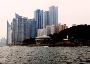 遊覧船から見た、APECハウスと、マリンシティの億ションの雄姿。